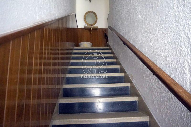 Escalera de acceso principal