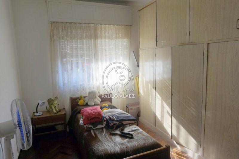 Dormitorio con placard empotrado
