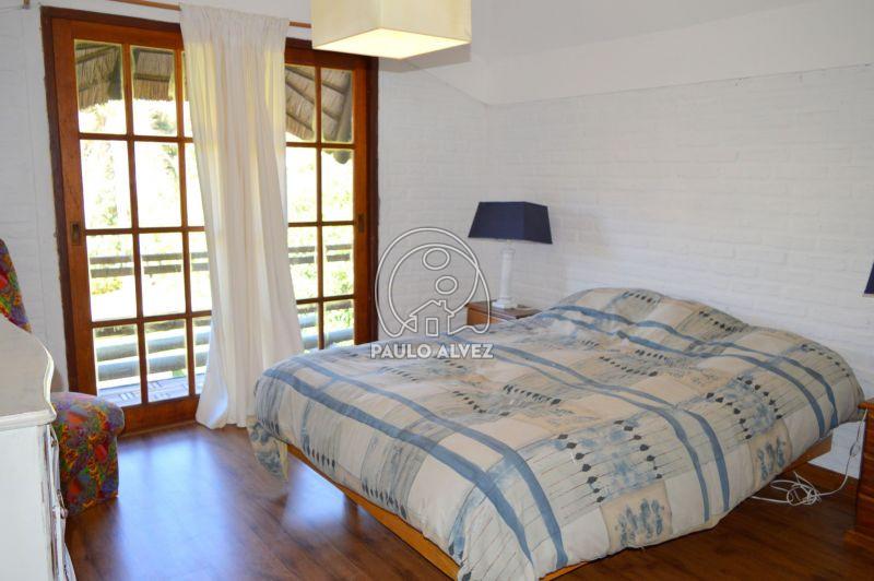 Dormitorio matrimonial al balcón trasero