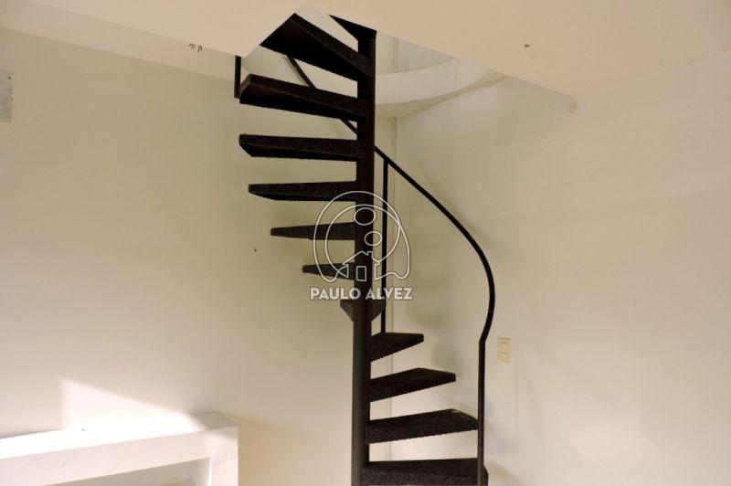 Acceso por escalera a segundo piso
